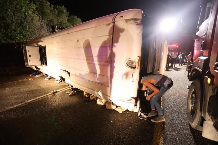 זירת התאונה בין אוטובוס לשתי מכוניות בכביש 89 בצפון הגליל, ב-29 בספטמבר 2021 (צילום: דוד כהן/פלאש90)