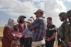 """אין חוקר דובר ערבית בתחנה במשטרת ש""""י. מעצר רועת הצאן בח'אלת מכחול (צילום: עודד פאפוריש)"""