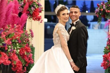 עאסם סלטי וע'איד אבו ראס בחתונתם, במאי 2021 (צילום: איהאב חוסרי)